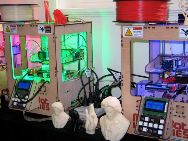 Close up of Makerbots in action