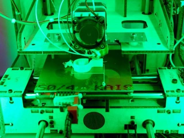 UniSA Makerbot printing whistle
